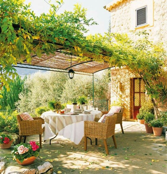 Classic Patio Ideas In Mediterranean Style: Awe Inspiring Italian & Mediterranean Patio Designs